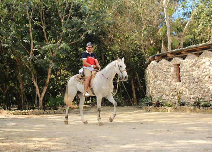 cancun-tours-horsebackriding-lomabonita