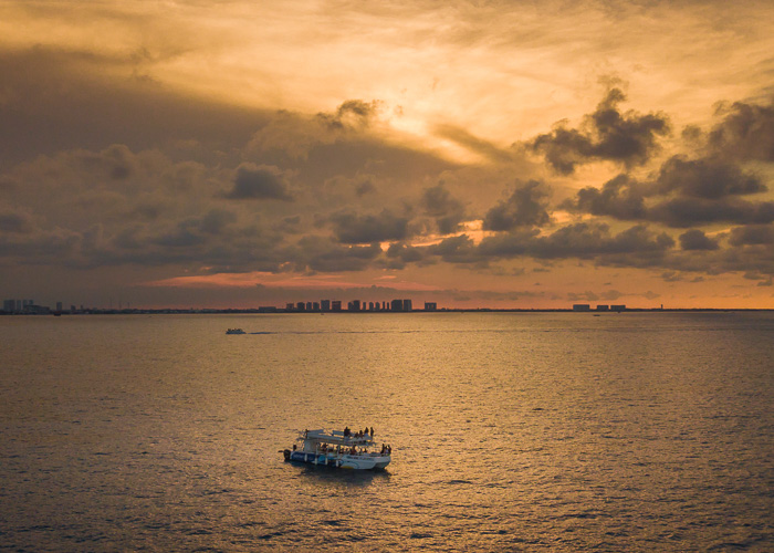 catamaran-tour-cancun-sunset