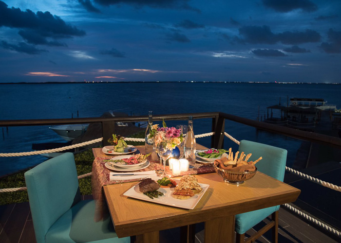 cancun-activities-crabhouse-dinner