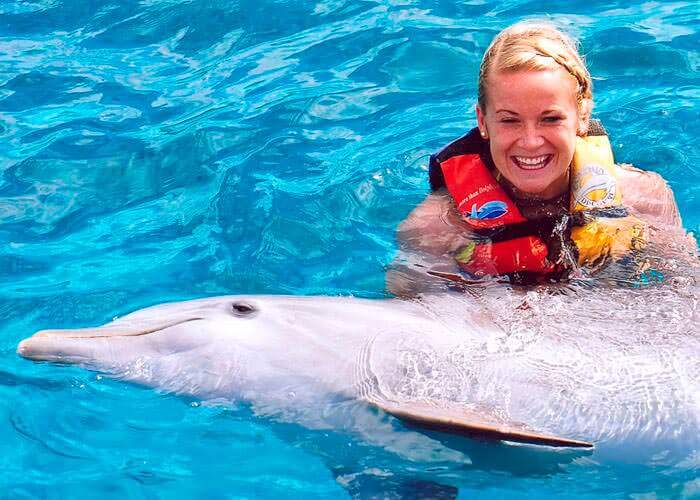 swimming-with-dolphins-islamujeres-and-garrafon-tour