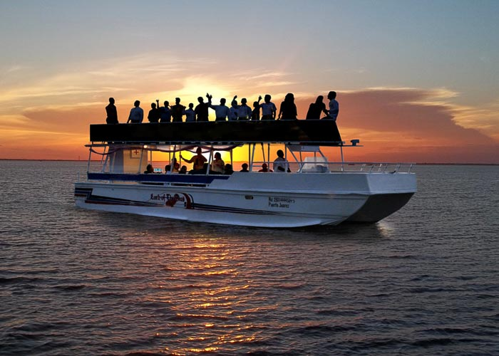cancun-activities-sunrisecruise-nauticpass-essential