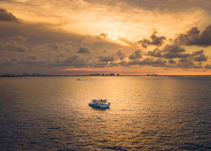 sunrise-cruise-cancun-nauticpass-essential