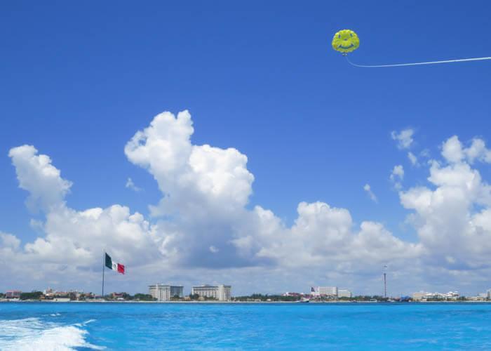 cancun-tour-parasailing