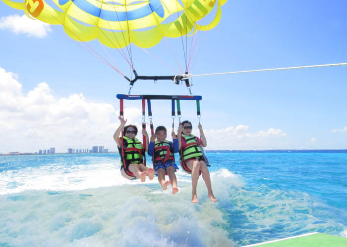 thingstodoincancun-parasailing