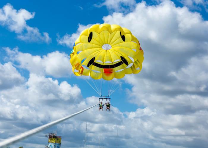parasailing-activities-in-cancun