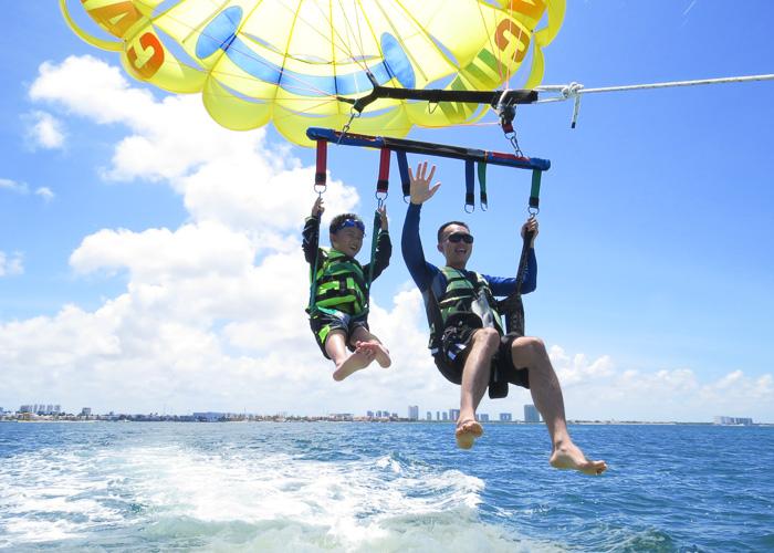 parasailing-flight-over-cancun