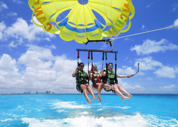 cancun-adventure-tour-parasailing