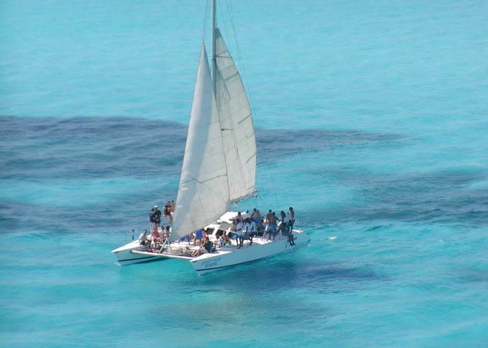 catamaran-to-sail-to-islamujeres