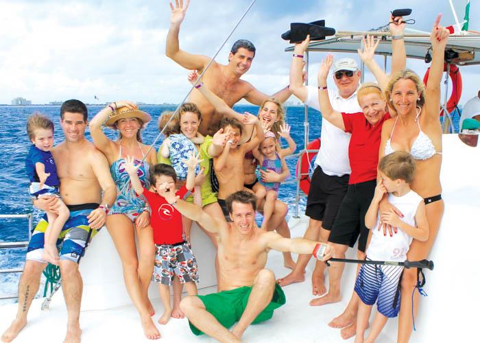 catamaran-sail-islamujeres-family