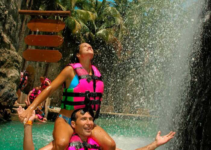 xcaret-mexico-couple-on-lazyriver