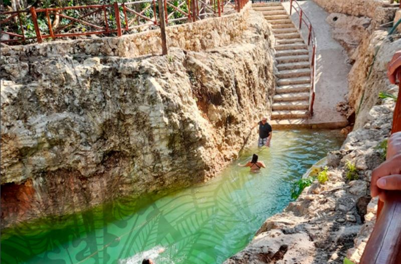Cenote Kooleb Caab in Coba