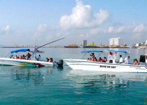 boats at cancun