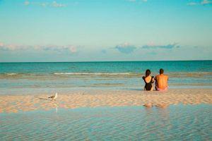 couple in holbox beach